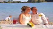 Свадебная церемония во время заката солнца на террасе ресторана в Сиде